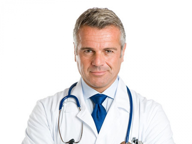 Женщина врач осматривает мужские органы